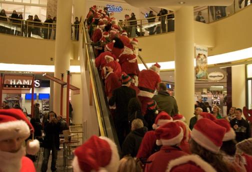 Un sondage montre que les Canadiens ont recours à diverses stratégies astucieuses pour leur magasinage des fêtes