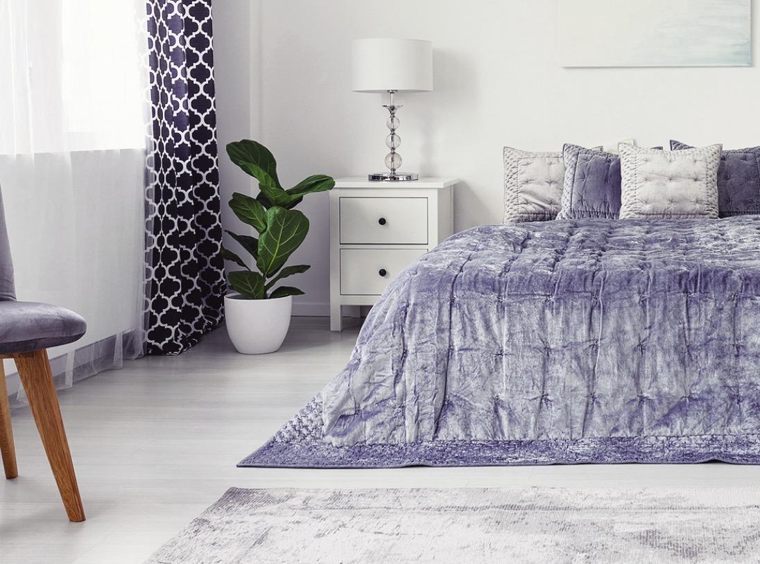 Rafraîchissez votre chambre à coucher en changeant les rideaux et la literie !